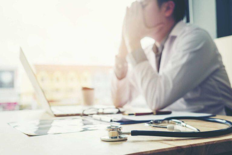 Sie fühlen sich ausgebrannt? Hypnose hilft bei Burnout-Symptomen.